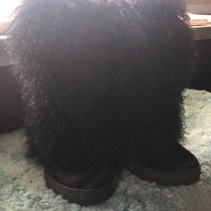 Bear paw boots  size 10. Women's.  They run small